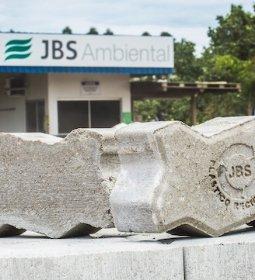 JBS Ambiental desenvolve piso inovador a partir de plástico reciclado